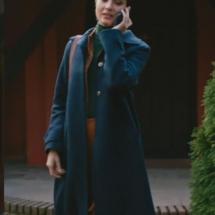 Cesur Ve Güzel 6 bölüm dizi kıyafetleri Sühan-Tuba Büyüküstünün dizide giydiği Lacivert uzun kabanın markası.