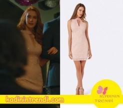 Cesur ve güzel 8 bölüm Banu'nun giydiği pudra elbise Forever New Marka