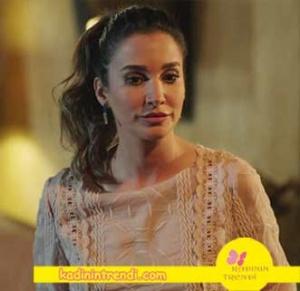 Adı Efsane 2 bölüm kıyafetleri Seçil karakterinin giymiş olduğu bluz markası Forever-New