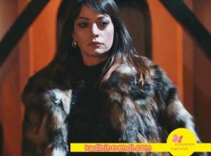 Cesur-ve-Güzel-15-bölüm-dizi-kıyafetleri-Cahidenin-giydiği-kürk-Bonprix-marka