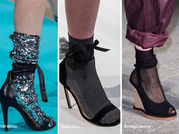 Bu sene çok sevilen Çorap İle Sandalet Modası
