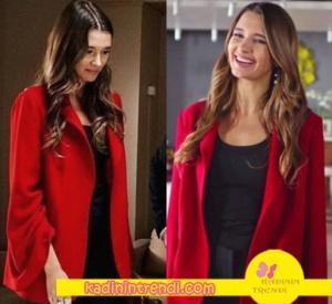 Bu şehir arkandan gelecek 11 bölüm dizi kıyafetleri Derin kırmızı ceket Gülnur Güneş Markasıdır. Derin gri kaban Net Work Yiğit deri ceket Derimod.