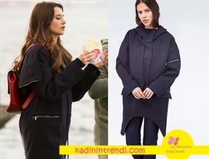 Derin'in giymiş olduğu kaban markası Lacoste.