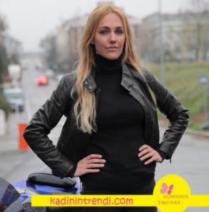 Eşkiya Dünyaya Hükümdar Olmaz Meryem in motor sürerken giydiği siyah fermuarlı deri ceket Mavi