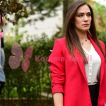 İstanbullu Gelin 9 bölüm kıyafetleri Beğüm kırmızı ceket hangi marka