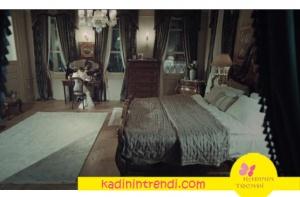 İstanbullu Gelin Faruk ve Süreyya yatak odası nevresim takımları ve yatak örtüsü Karaca Home marka. Halı Selvi Halı markadır.