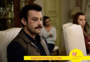 İstanbullu Gelin Fikretin haki yeleği Cacharel marka. lacivert gömleği ise Boyner.