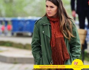 İstanbullu gelin 7 bölüm dizi kıyafetleri Süreyya turuncu şal hangi marka? Araştırılıyor.