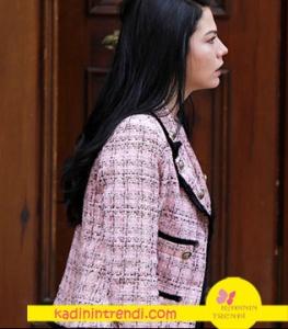 no 309 da Demet Özdemir'in giydiği pembe ceket markası Boyner