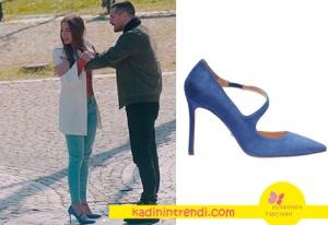 içerde Bengü Soral-Melek mavi topuklu ayakkabı markası İnci Deri
