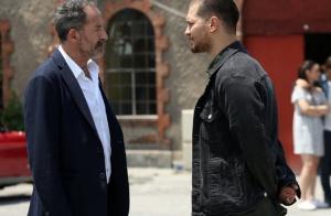 İçerde final bölümde Sarp'ın giydiği siyah kot ceket markası