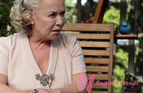 İstanbullu Gelin 14. Bölümde Esma'nın giydiği pudra elbise Perspective marka
