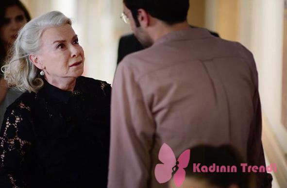 İstanbullu gelin 13. bölüm dizi kıyafetleri Esma Hanım siyah dantelli gömlek İpek Yol markadır.