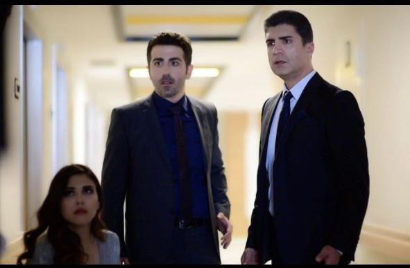 İstanbullu Gelin 13. Bölümde Faruk'un takım elbisesi Armani marka. Akif'in takım elbisesi ise Altın Yıldız markadır.