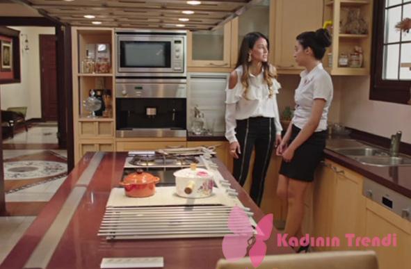 Fazilet Hanım ve Kızları 10. Bölüm Nil siyah şeritli pantolon beyaz gömlek kombini Trendyol