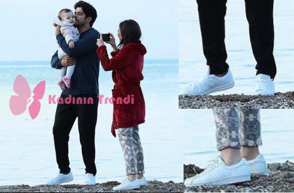 Kara Sevda Son bölümde Kemalin deniz kenarında giydiği spor ayakkabı Adidas orjinal Süper Star modeli yine Nihan karakterinin deniz kenarında giydiği spor ayakkabı Adidas orjinal Süper Star modeli