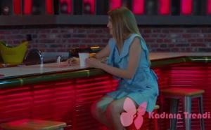 Dolunay 7. bölüm dizi kıyafetleri Fatoş'un barda giydiği buz mavisi elbisesinin markası Koton
