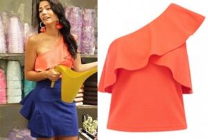 No 309 56. bölümde Demet özdemirin giydiği tek omuz turuncu bluz Forever New Mavi mini etek Esra Gürses Lale turuncu küpe Monreve Bijoks