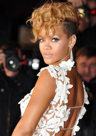 Rihanna Kilo Aldı Ama Moda İkonu Olmaya Devam Rihanna ve Sarı saçlı hali