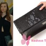 Asuman siyah elbise ile kullandığı siyah el çantası Pinky Lola Design markadır