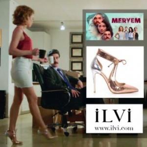 Meryem 5.bölümde Derinin kırmızı bluzu ve beyaz eteği Forever New altın rengi ayakkabısı İLVİ