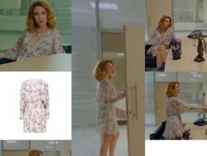 Meryem dizisi 4. bölümde Derin'in giydiği beyaz desenli elbise Forever new marka.