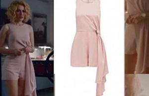 Meryem dizsi kıyafetleri Meryem Derin'in giydiği pudra rengi Tulumu Forever New marka.