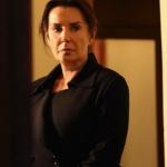 Çukur-3.-bölüm-dizi-kıyafetleri-Çukur Sultan hanımın giydiği siyah kaban markası Ekol