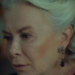 İstanbullu Gelin Esma Hanımın damla şekilli bordo taşlı gümüş küpesi