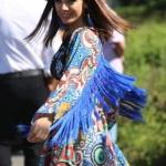 Şevkat Yerimdar son bölümde Esinin giydiği çiçek desenli püsküllü Kimono Fine Apple marka. Esin güneş gözlüğü Bee PR marka