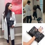 - Kalp Atışı dizisinde Nazlı karakterinin tek düğmeli beyaz kaban ile kombinlediği el çantası Pink Lola Design marka.