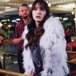 Dolunay son bölüm Ferit'in siyah paltosu Altın Yıldız marka. Nazlı'nın simli gri kazağı ve kürk ceketi Zara marka.