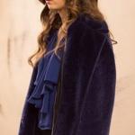 Fazilet Hanım ve Kızları Kıyafetleri 23. Bölüm Ece Lacivert kürk kaban Ece mavi bluz