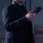Fi Çi 2. Bölüm Can Manay Kolları Şeritli siyah ceket markası araştırılıyor