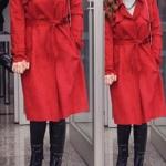 Nazlı'nın kırmızı trençkot ile giydiği siyah botları Hotic marka Kolye By Selin EcerNazlı Ear cuff Ag Jewelery
