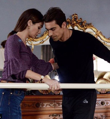 Siyah Beyaz Aşk Ferhat Eşofman Adidas Ferhat siyah kazak Aslı eflatun triko kazak Aslı kot pantolon