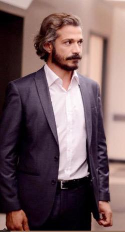 Cüneyt'in takım elbisesi Hatemoğlu marka