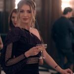Fi Çi Ece Kıyafetleri Ece karakterinin giydiği siyah tek kollu elbise hangi marka.