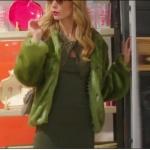 Pelin karakterin giydiği yeşil kürk ceketin markası Ece Derya.