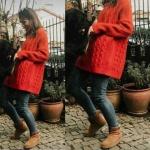 Siyah Beyaz Aşk Aslı uzun kırmızı triko kazak mavi jean pantolon ve Aslı taba ayakkabılar