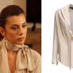 Ufak Tefek Cinayertler Oya'nın giydiği yakası bağcıklı kren rengi bluzun markası My Best Friends