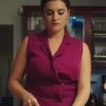 Ufak tefek Cinayetler Merve'nin giydiği Fuşya Tulumun markası Perspective