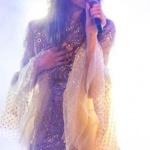 Dolunay dizisinde Alya'nın sahnede giydiği elbisenin markası Raisavanessa
