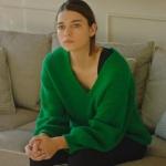 Fazilet Hanım ve Kızları Afra Saracoğlu / Ece'nin giydiği yeşil kazak Koton marka.