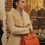 Fazilet Hanım ve Kızları Hazan turuncu çanta ve Hazan krem rengi mont