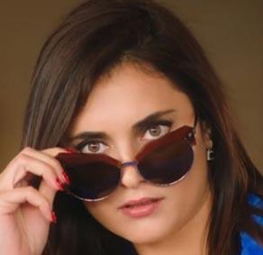 Merve karakterinin gözlükleri Turkuaz Optik sponsorluğundadır. Gözlüğün markası Tom Fort marka.