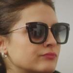 Ufak Tefek Cinayetler Merve'nin güneş gözlüğü Turkuaz optik marka.