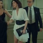 İstanbullu Gelin Son Bölümde Burcu'nun annesi Siren beyaz elbise Douze marka ve Siren kemer Lidyanadan