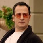 Jet Sosyete Kıyafetleri 1. bölümde Sarp Apak Ozan'ın taktığı gözlükler Turkuaz Optikten