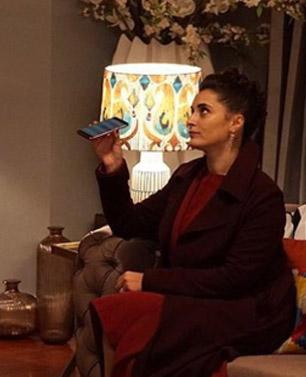 Merve'nin 13. Bölümde giydiği palto Network marka Merve'nin üçgen küpeleri Sochic marka